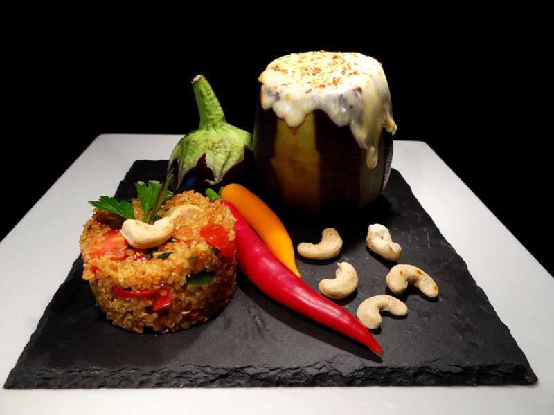 Aubergine mit Quinoa-Füllung