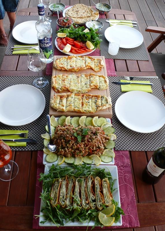 Pide, Börek, Bulgursalat, Fladen