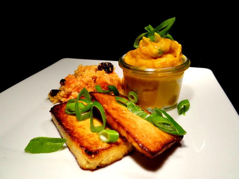Sekt-Tofu mit Papaya-Farofa und Wasabi-Kürbis 1