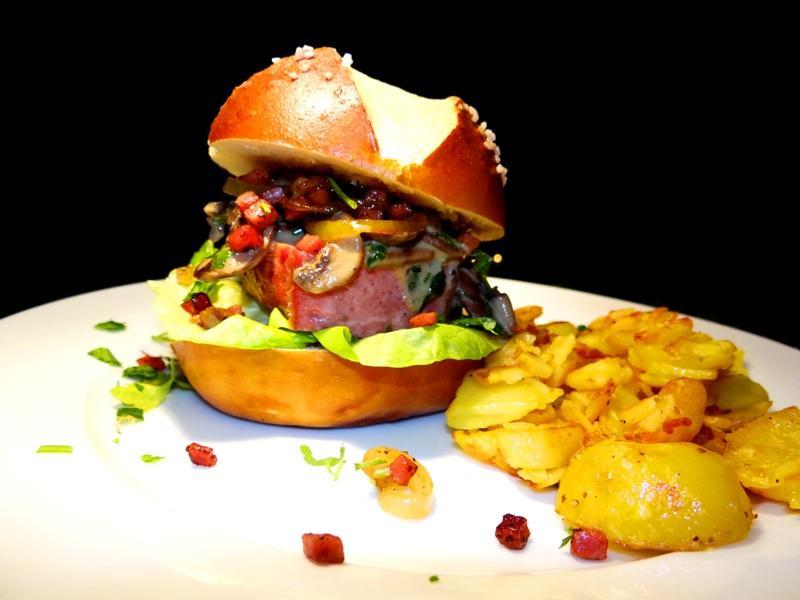 Wildschwein-Leberkäs-Burger